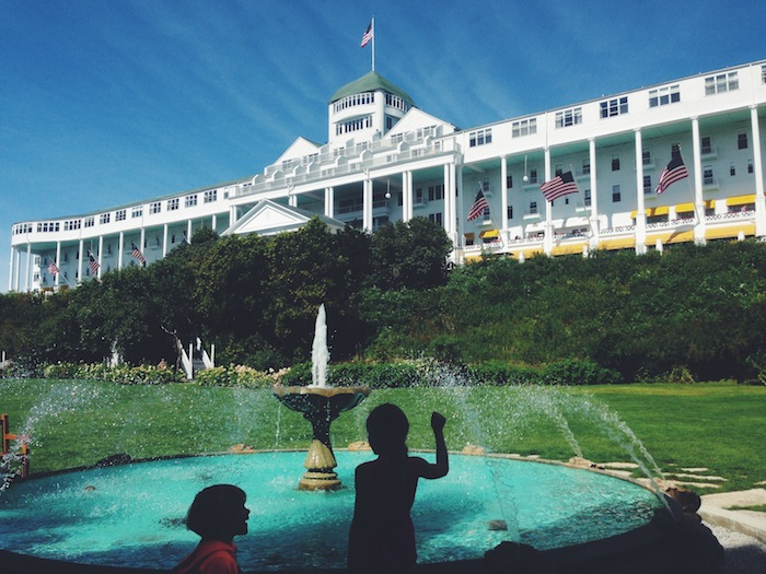 3 Grand Hotel Make a wish fountain